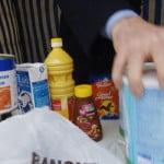 un-benevole-de-la-banque-alimentaire-du-calvados-collecte-des-provisions-le-24-novembre-2006-dans-une-grande-surface-a-caen_4536482-150x150